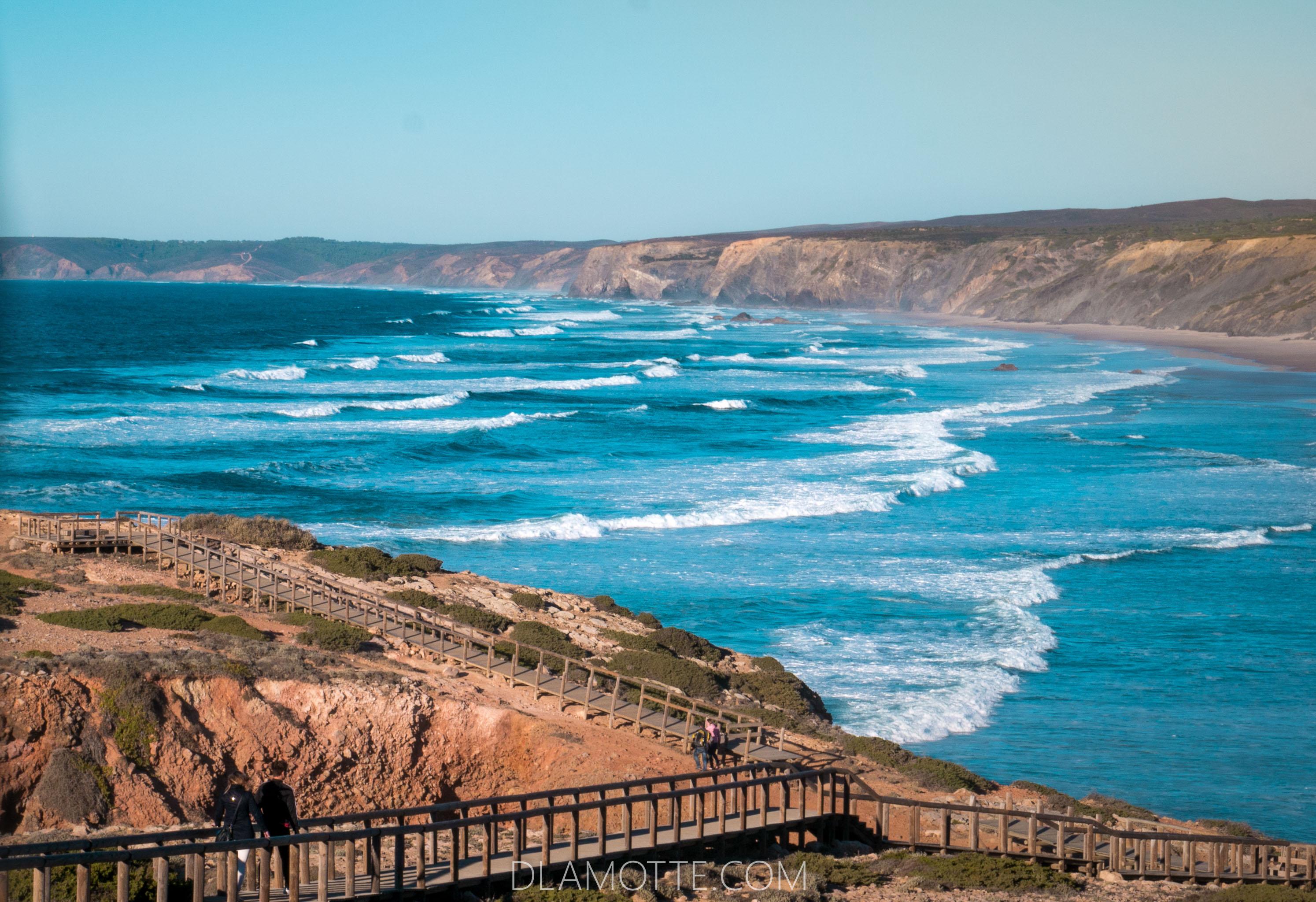 ocean i plaża Algarve w listopadzie