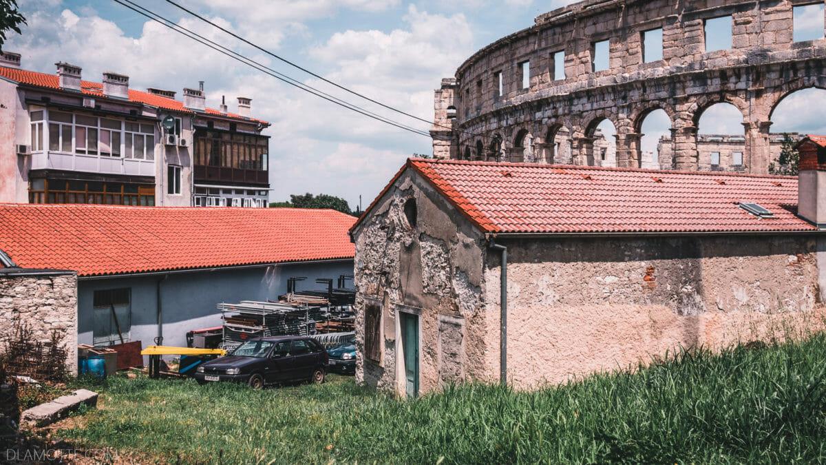 stodoła i koloseum chorwacka Pula