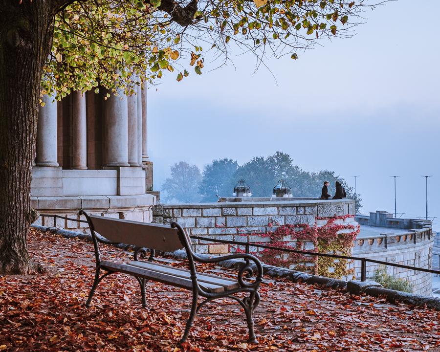 Wały Chrobrego mgła Szczecin jesień